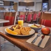 déjeuner comfort inn & suites saint-jérôme