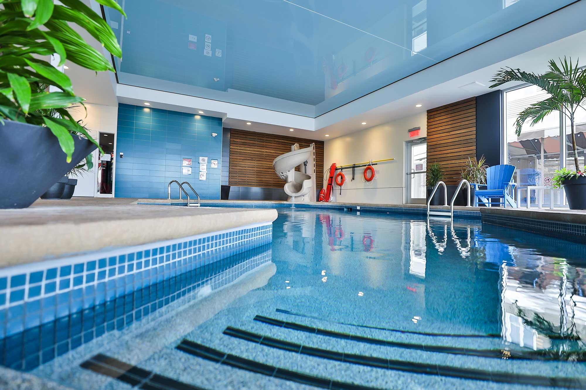 piscine intérieure comfort inn & suites saint-jérôme