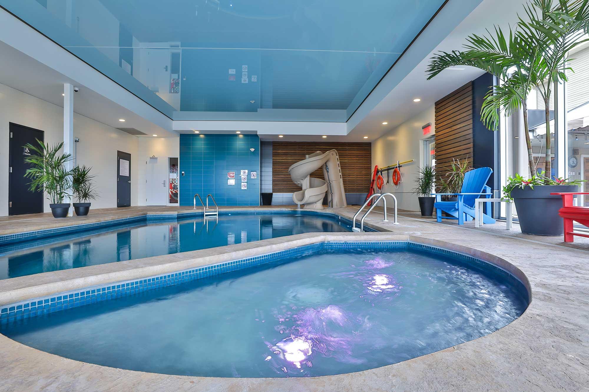 piscine intérieure et glissade comfort inn & suites saint-jérôme