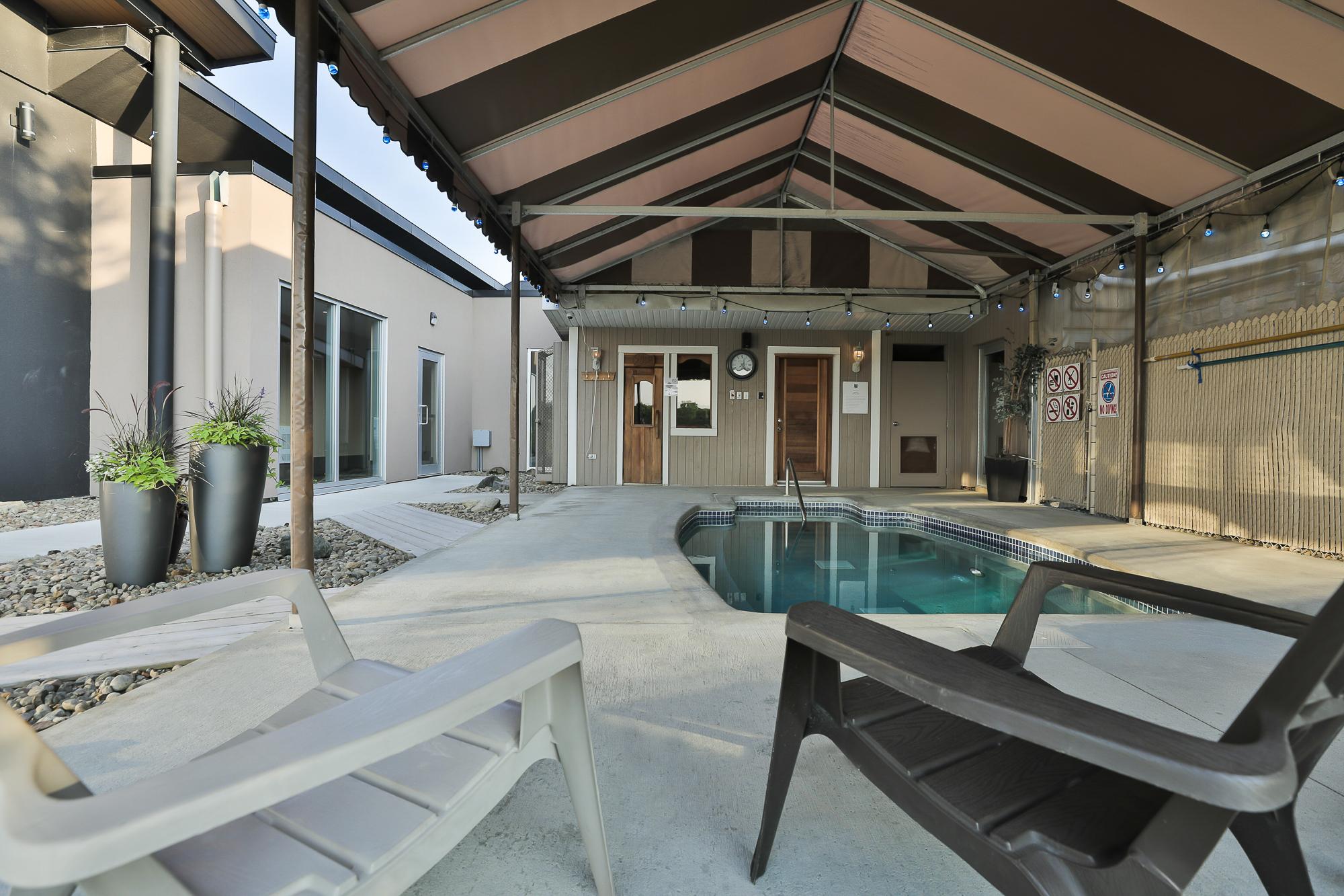 piscine extérieure comfort inn & suites saint-jérôme
