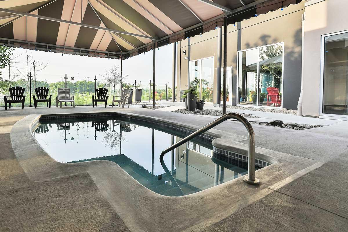 piscine comfort inn & suites saint-jérôme